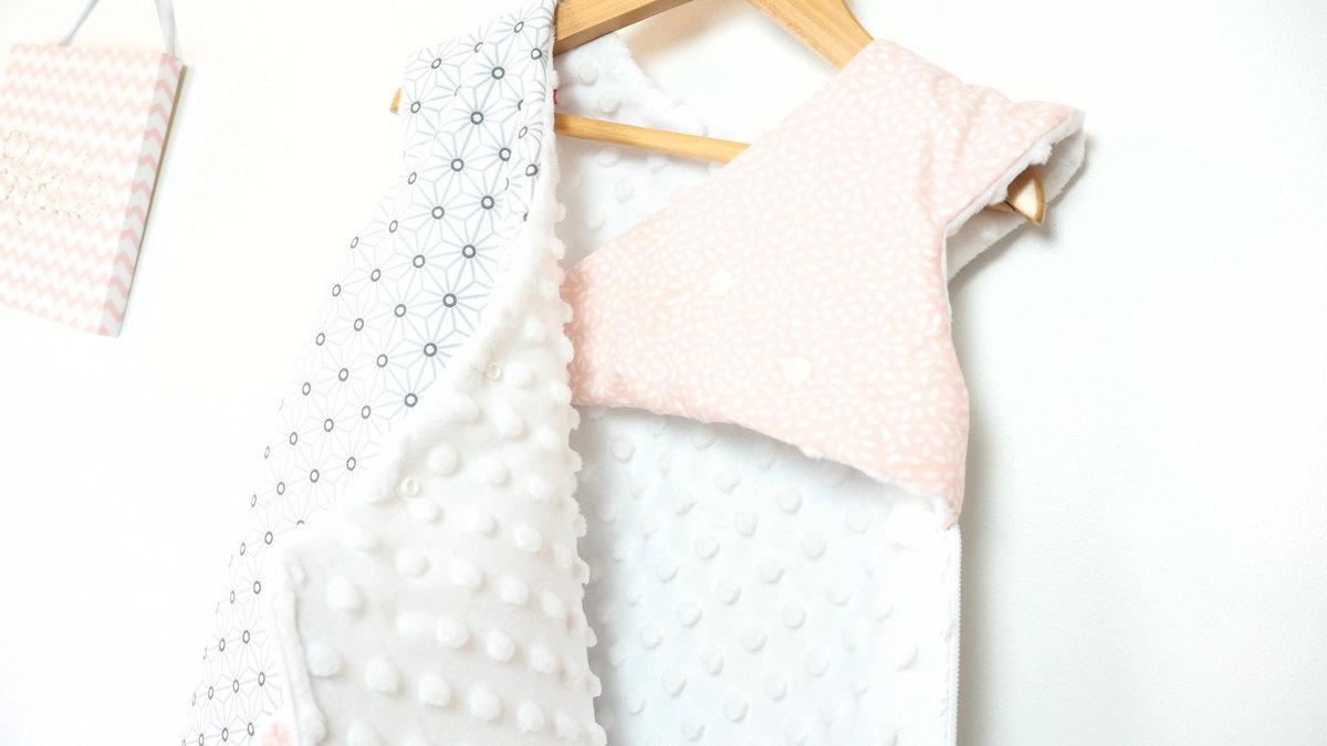 gigoteuse naissance hiver fait main petite ourse blanc et rose. Black Bedroom Furniture Sets. Home Design Ideas